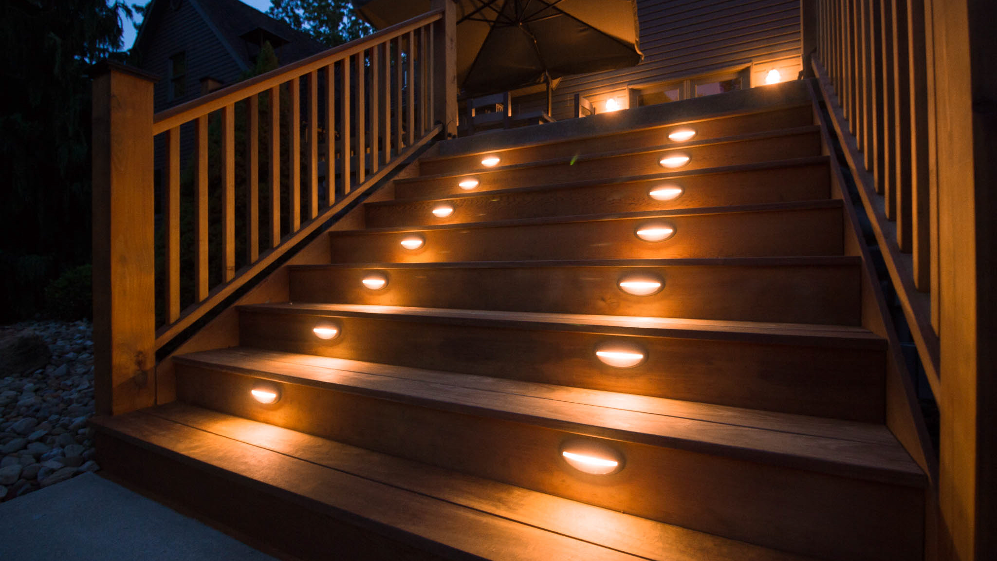 Deck-Step-Lighting-at-Niht-6
