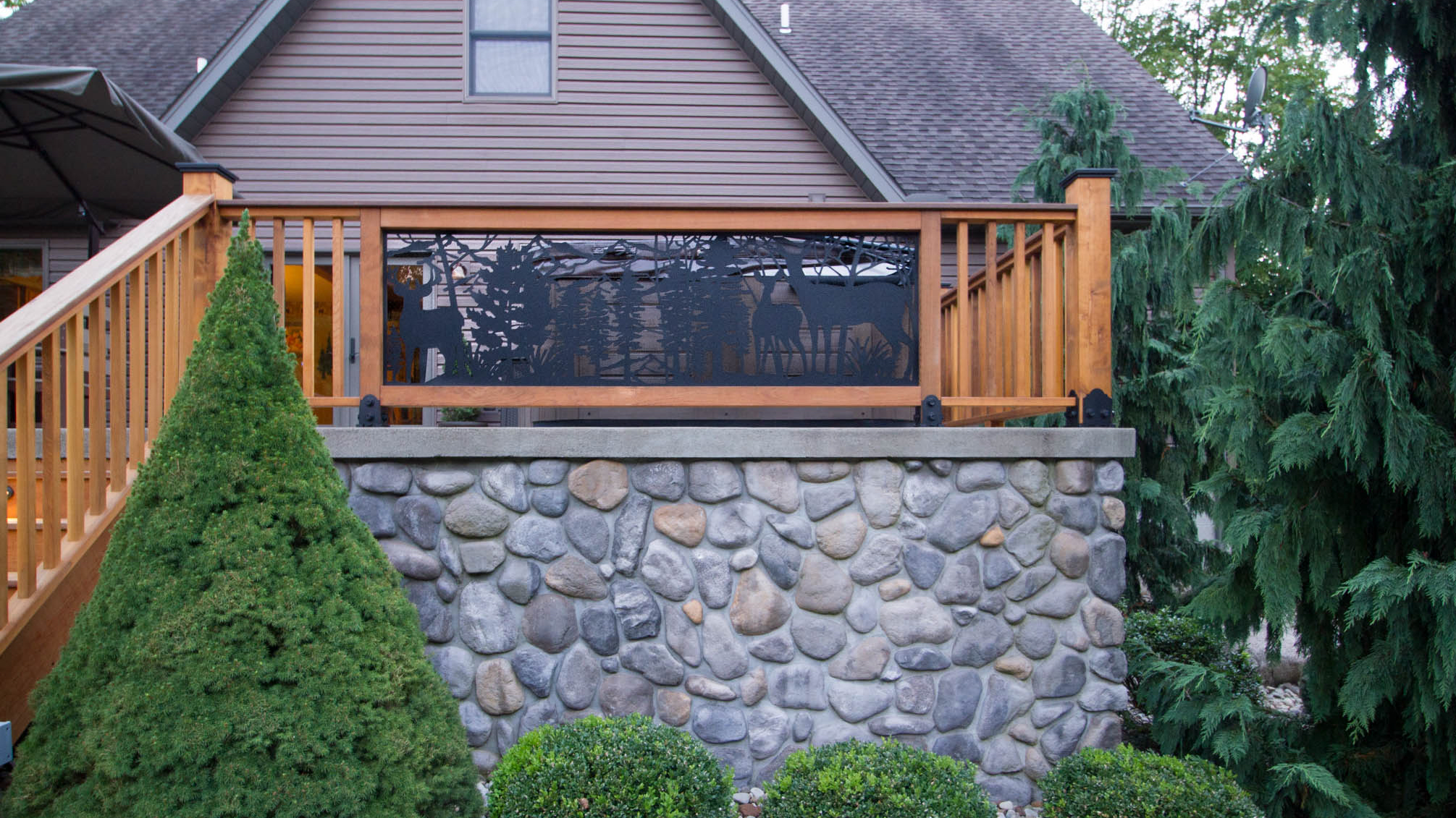 Deck-With-Nature-Rails-4