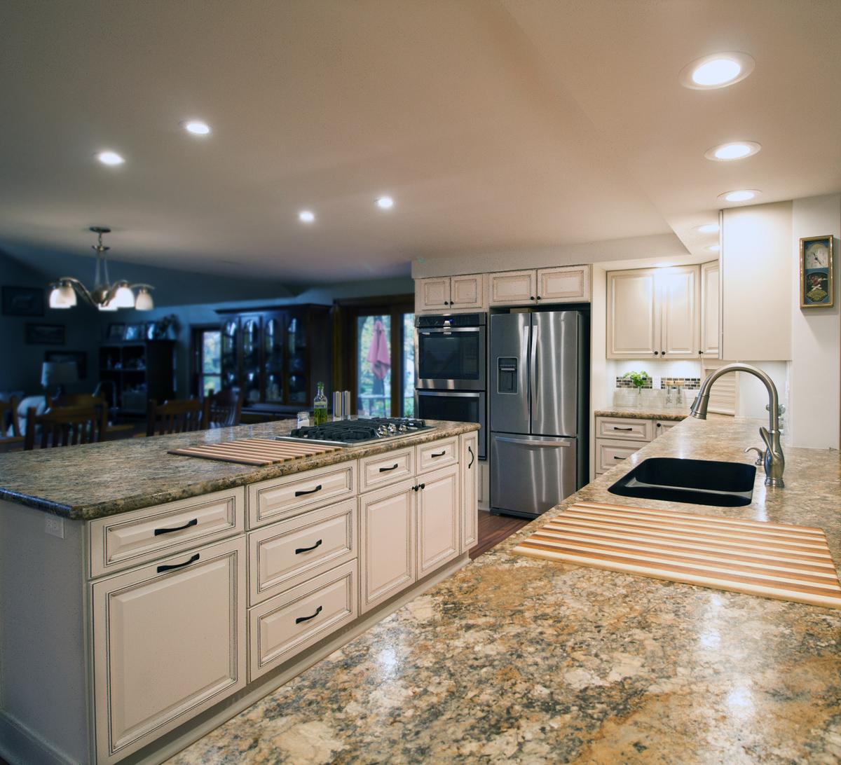Kitchen_2_Custom_Cabinet_Island_Counter